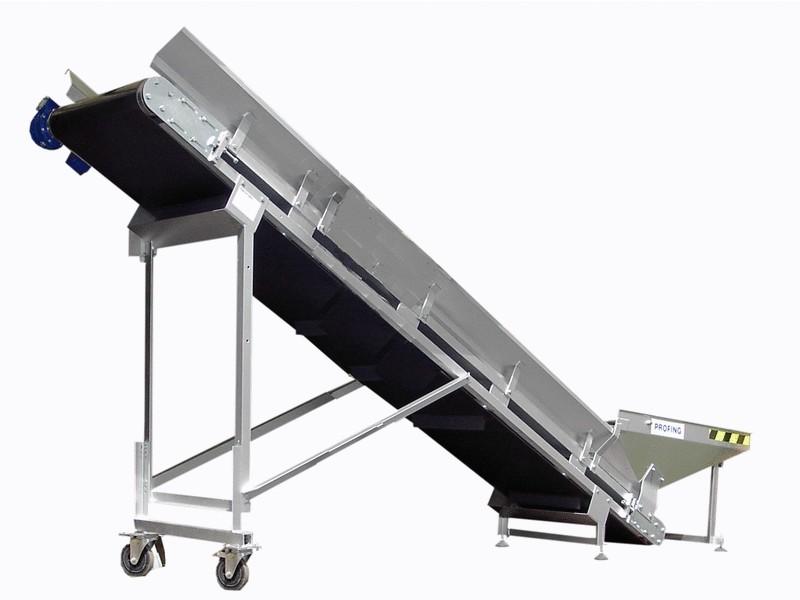 Mobile belt conveyor with sidewalls