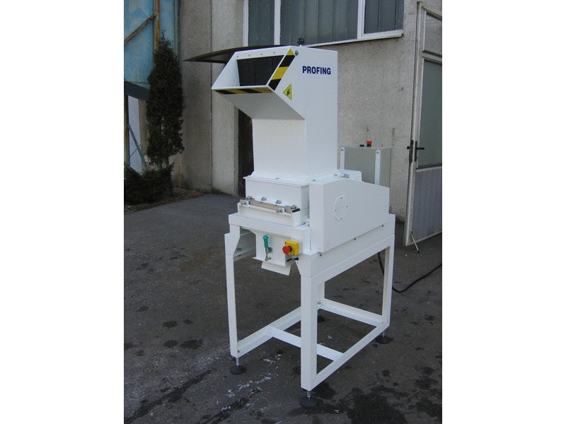 Shredder with a bag - container discharge hopper